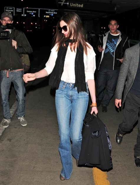 anne-hathaway-jeans-ag-adriano goldschmied