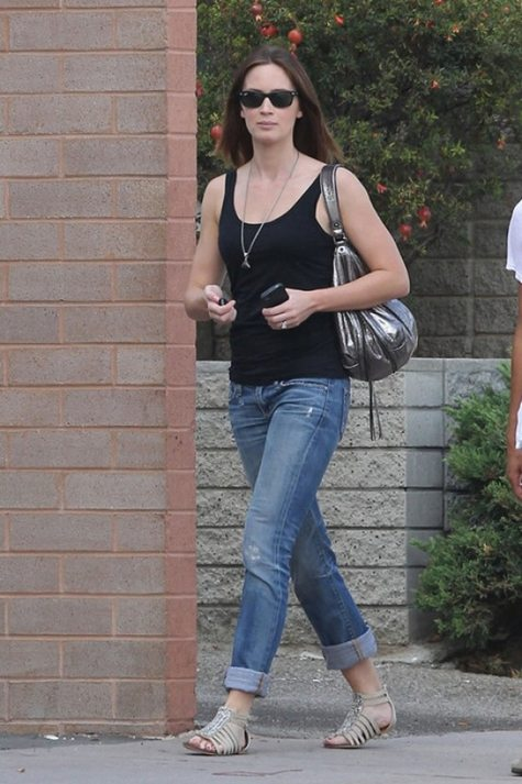 emily-blunt-jeans-ag-adriano goldschmied